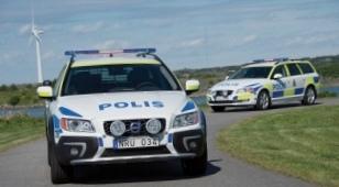 shvedskie-policejskie-ocenili-volvo_1.jpg