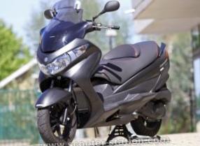 suzuki-vozvrashaet-v-evropu-motoroller-burgman-200_24.jpg