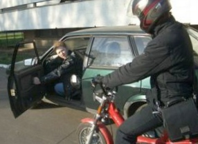 vzglyad-na-problemi-mopedov-iz-okna-avtomobilya_1.jpg